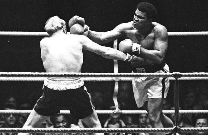 Muhammad Ali enfrenta Richard Dunn luta pelo título mundial em Munique 1976 (Foto: Reuters)