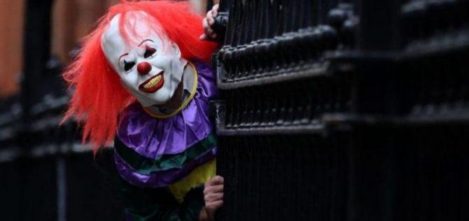 Divulgação A moda de pessoas vestindo máscaras aterradoras de palhaços tem se estendido por diversas cidades dos EUA