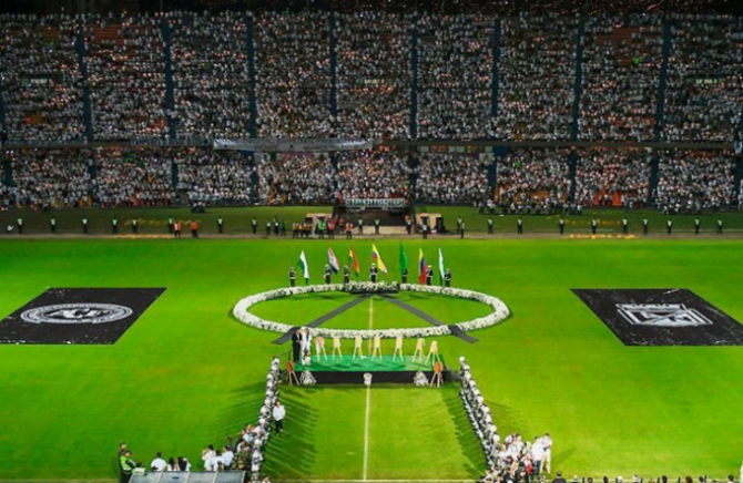 Foto/Reprodução Homenagem na Colômbia às vítimas do acidente com Chapecoense emociona brasileiros